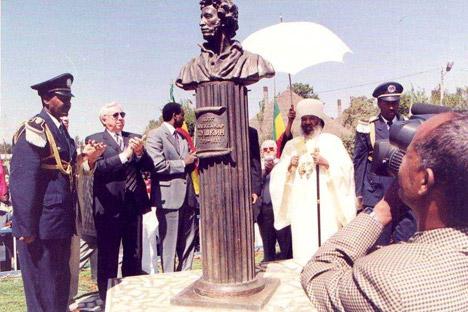Памятник Пушкину в Эфиопии - 41802932.jpg